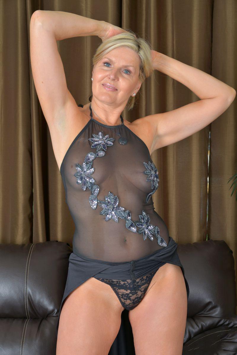 Auf Nofake gibt es Hausfrauen bumsen und auch Nackte Luder.-2