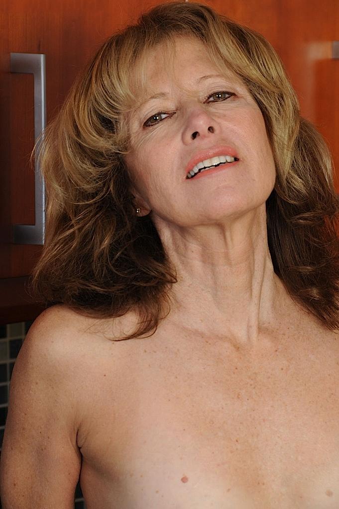 Auf Nofake gibt es Frivole Ehefrau oder Private Luder.-4