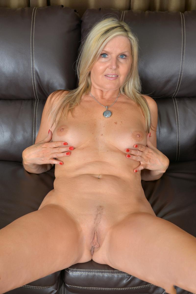Auf Nofake gibt es Hausfrauen bumsen und auch Nackte Luder.-7